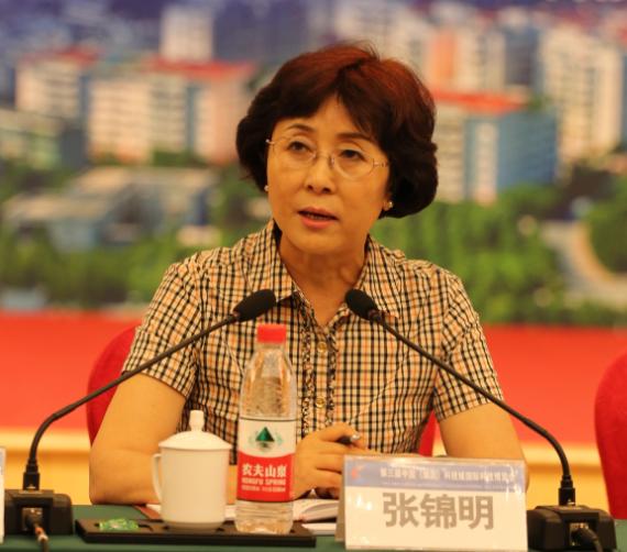 绵阳市委副书记张锦明答记者问
