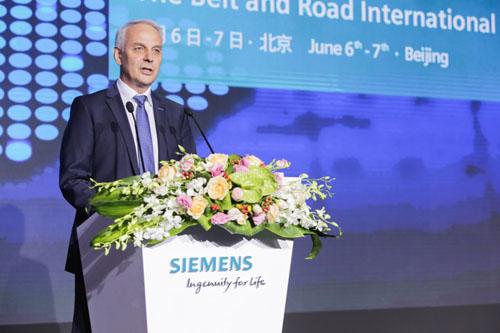 西门子大中华区首席执行官赫尔曼(Lothar Herrmann)在论坛上发表欢迎致辞
