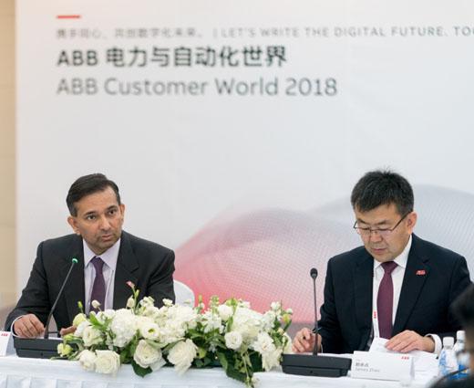 ABB集团电气产品事业部总裁梅塔(左)和ABB中国电气产品事业部负责人赵永占(右)接受媒体采访