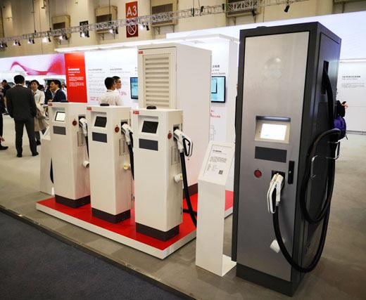 展示的充电桩产品