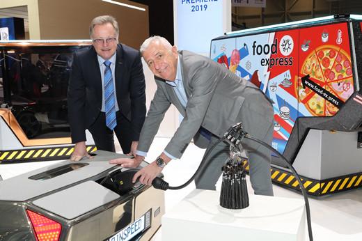 Frank M. Rinderknecht(右)与 浩亭技术集团传播与公共关系总经理Detlef Sieverdingbeck